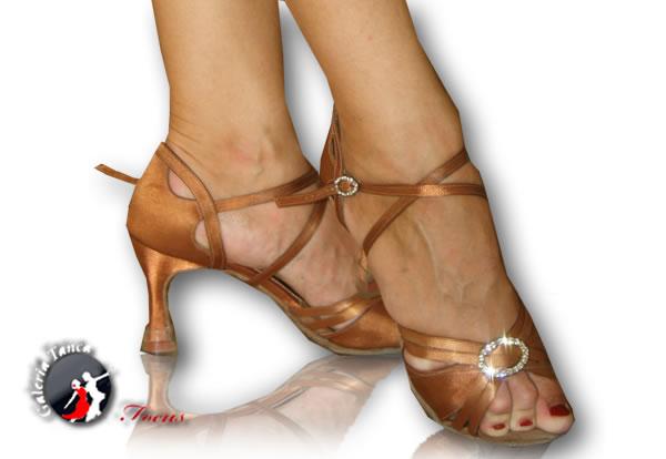 1b948510d6395 Pierwsze buty do tańca – Galeria Tańca